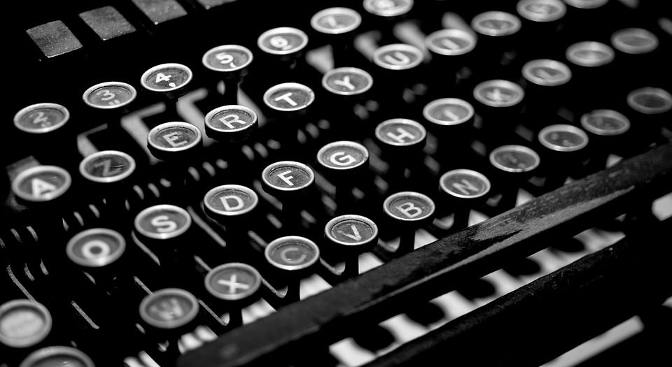 cropped-typewriter-2653187_960_720.jpg